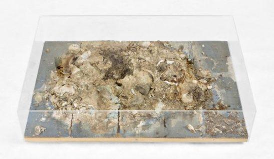 """Dieter Roth, """"Sche..haufen"""" 1968, Courtesy Marlene Frei Galerie und Edition"""